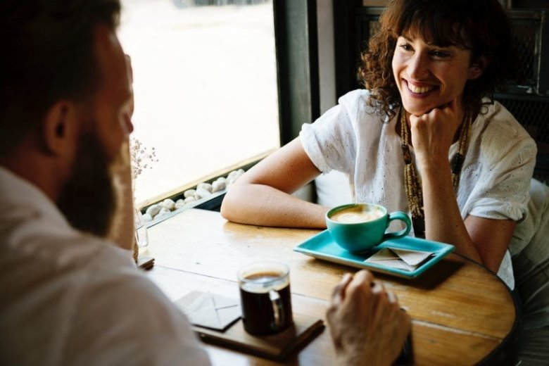 30 Great Conversation Starters [Topics, Questions & Openers]