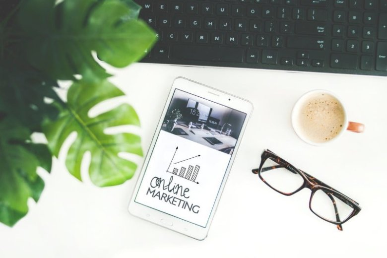 Digital Marketing Resume Examples (Guide & Best Templates)