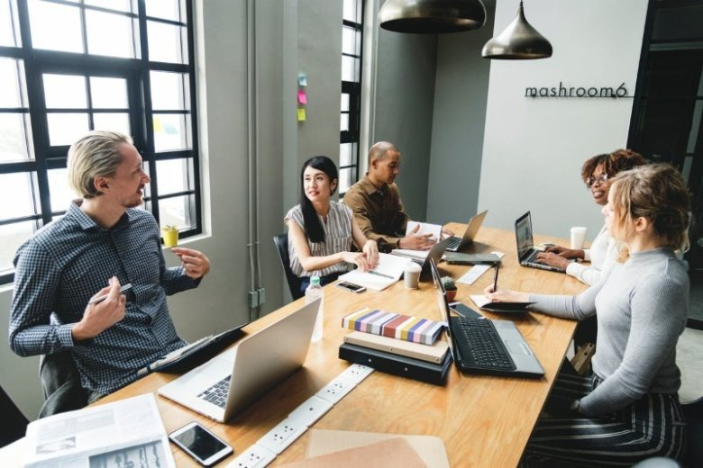 Hard Skills vs Soft Skills: List of Best Examples for the Workplace