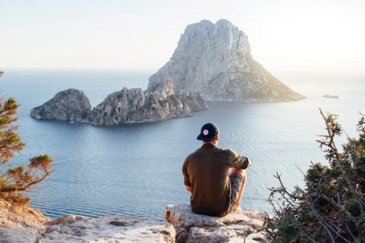 How to Land a Job in Your Dream Location? Ideas and Insider Stories