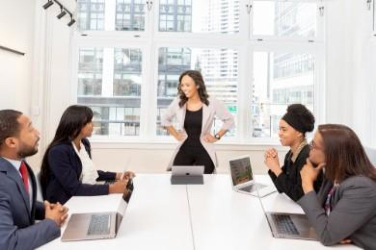 10+ Effective Leadership Skills for Career Success (Examples)