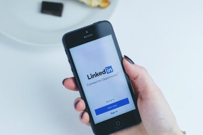 How to Upload a Resume to LinkedIn (Update & Add)