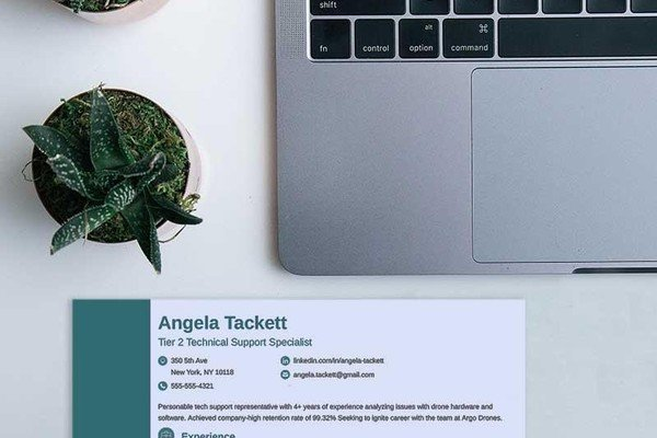 How to Make a Resume Header with the Right Contact Info [+Example]