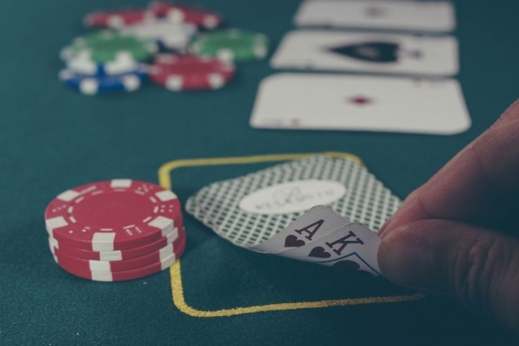 8 Ways to Learn How to Think Like a Poker Player at Work